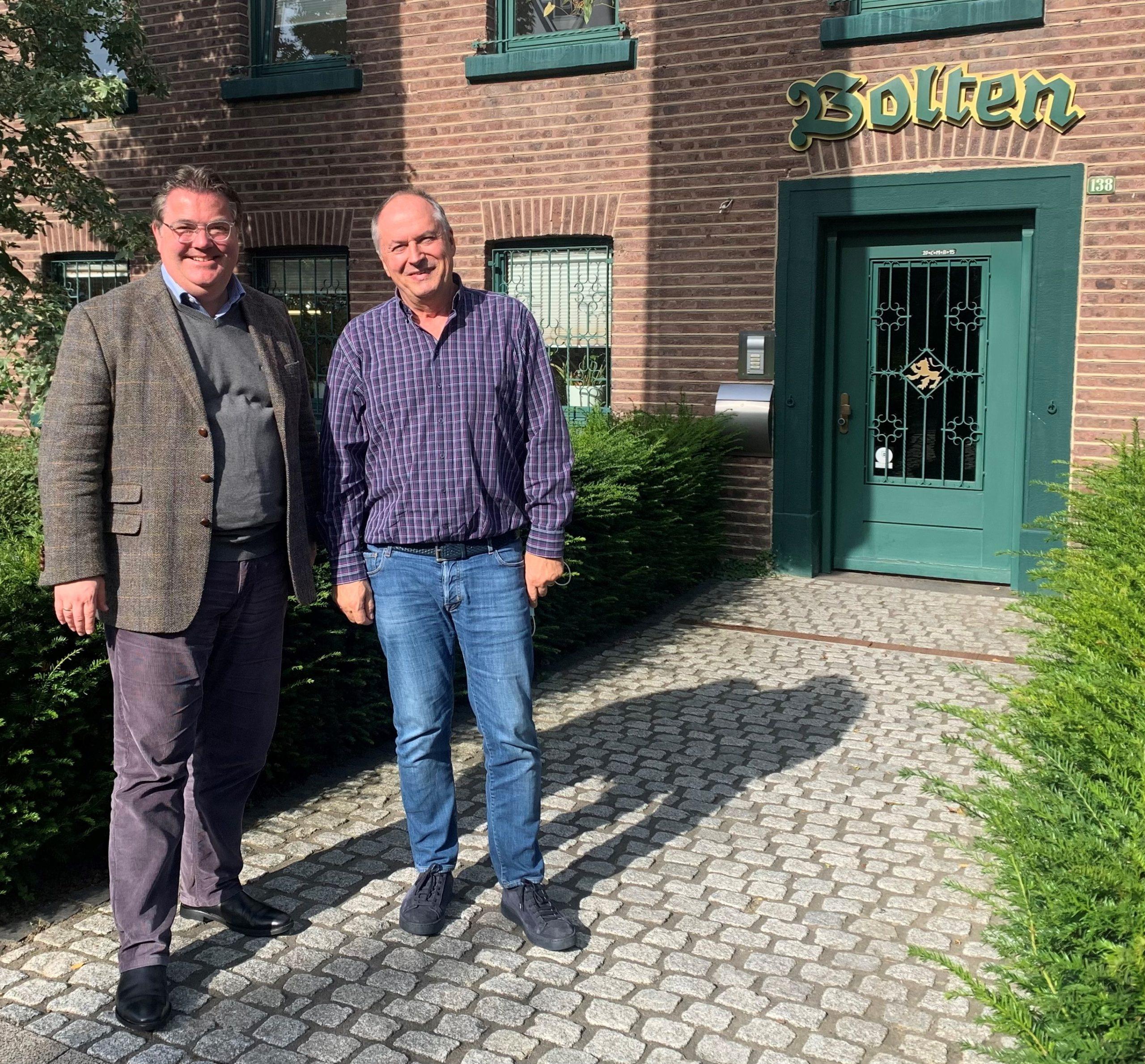 Ansgar Heveling im Gespräch mit dem Geschäftsführer der Bolten-Brauerei, Michael Hollmann